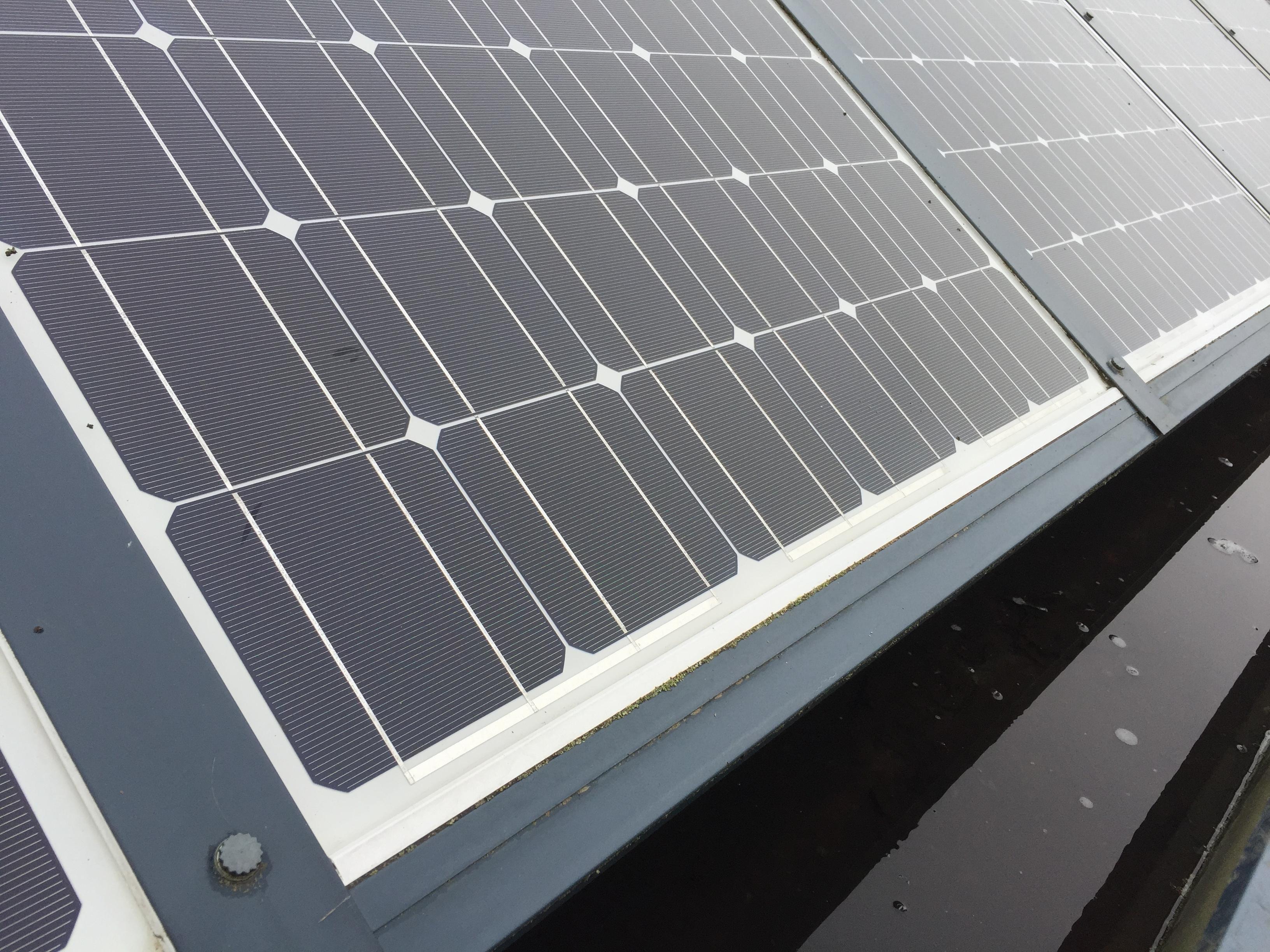 nettoyage panneau solaire blois entretien photovoltaique diam 39 net propret. Black Bedroom Furniture Sets. Home Design Ideas